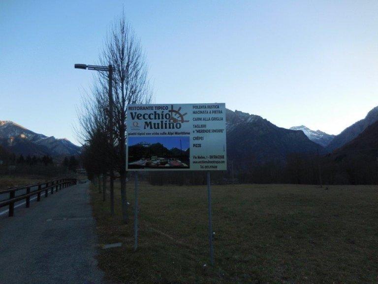 cartello pubblicitario stradale