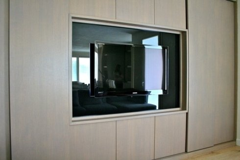 armadio con cornice tv