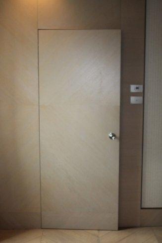 porta legno tema parete