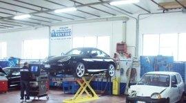 Carrozzerie automobili, restauro moto d'epoca,  riparazione di auto grandinate