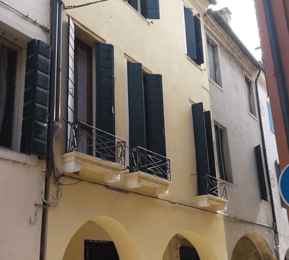 Facciata Centro Storico Padova fronte