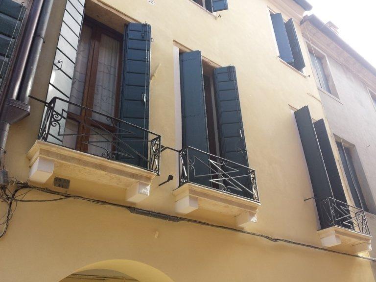 Facciata Centro Storico Padova basso lato
