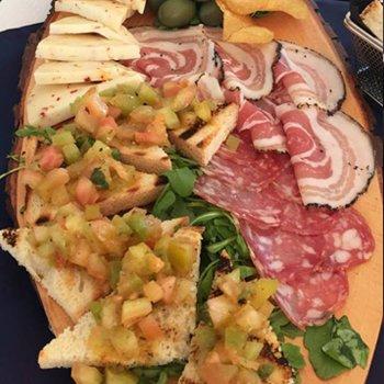 Panini con i salumi per aperitivo a Castel Volturno