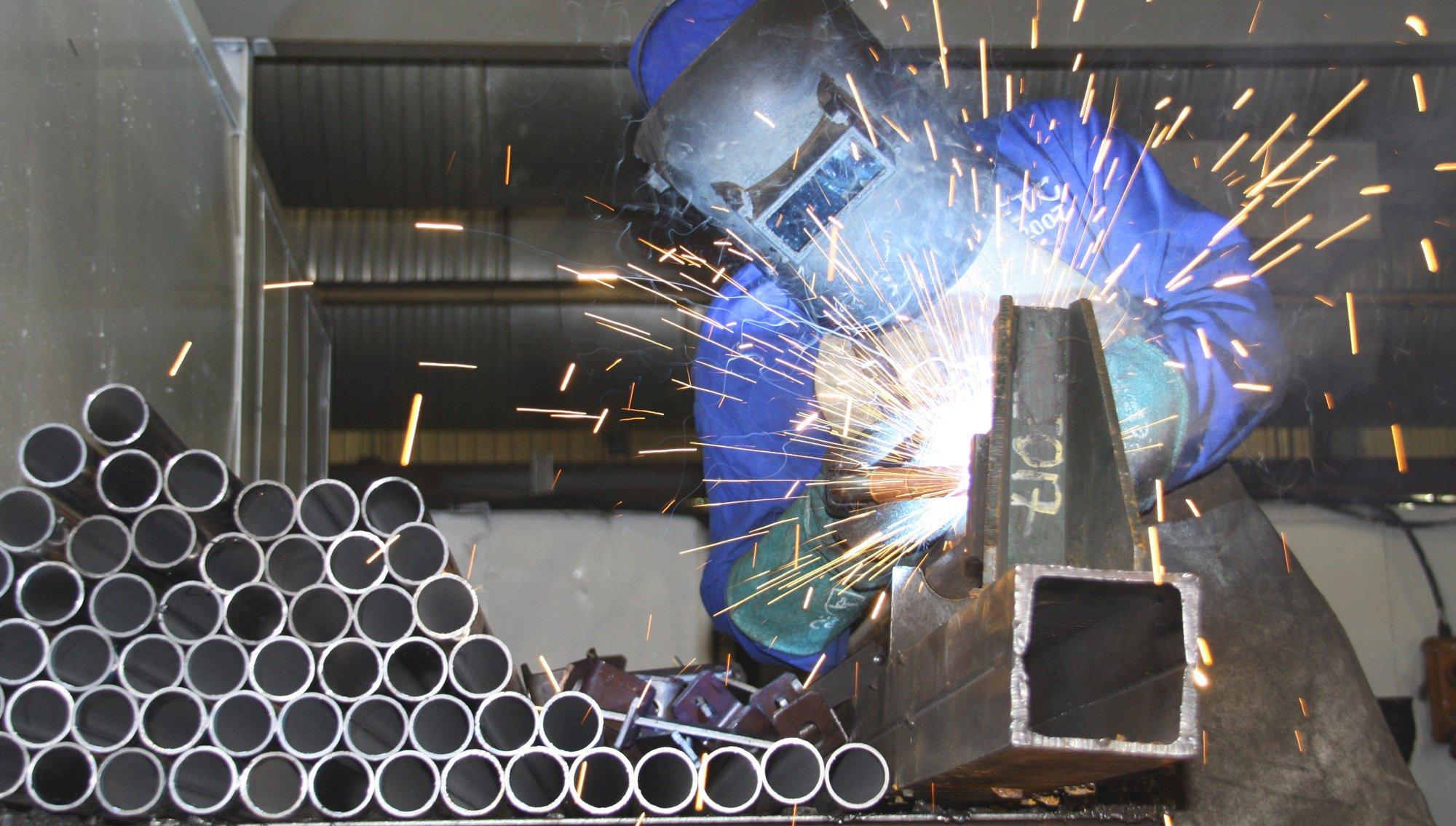 Fabrication expert doing metal fabrication in Honolulu, HI