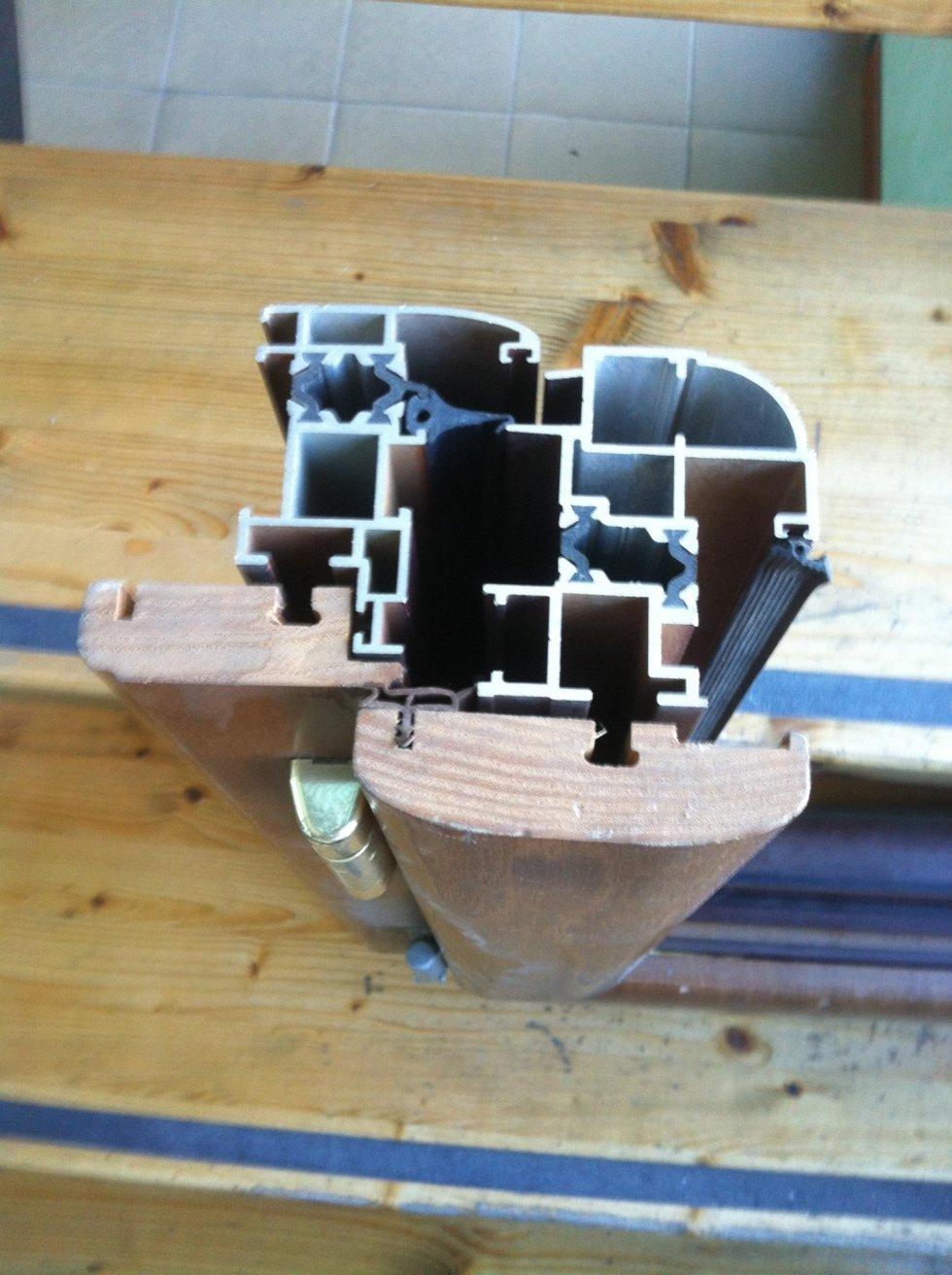 Sezione profilo in alluminio legno taglio termico
