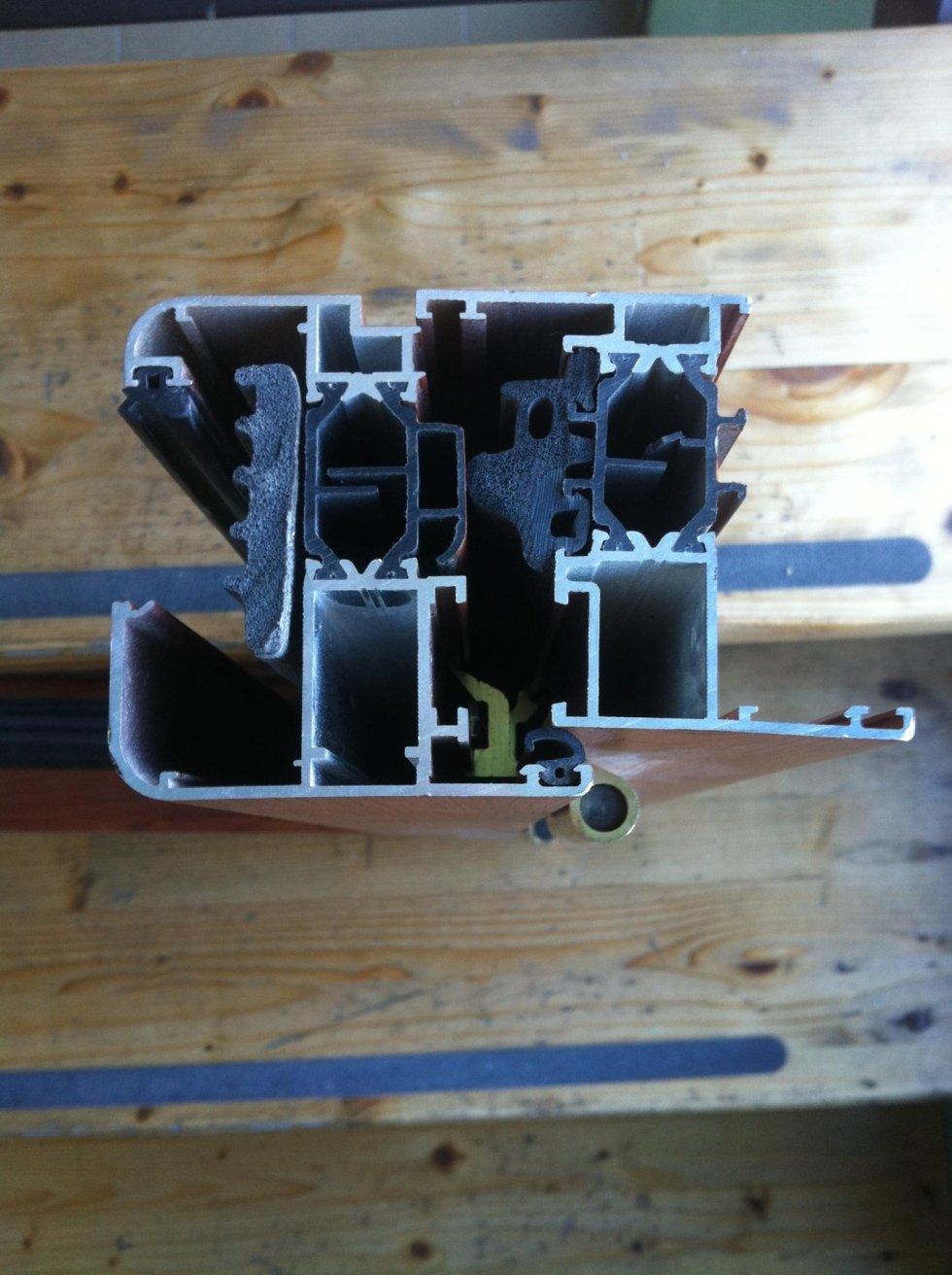 Sezione profilo alluminio taglio termico
