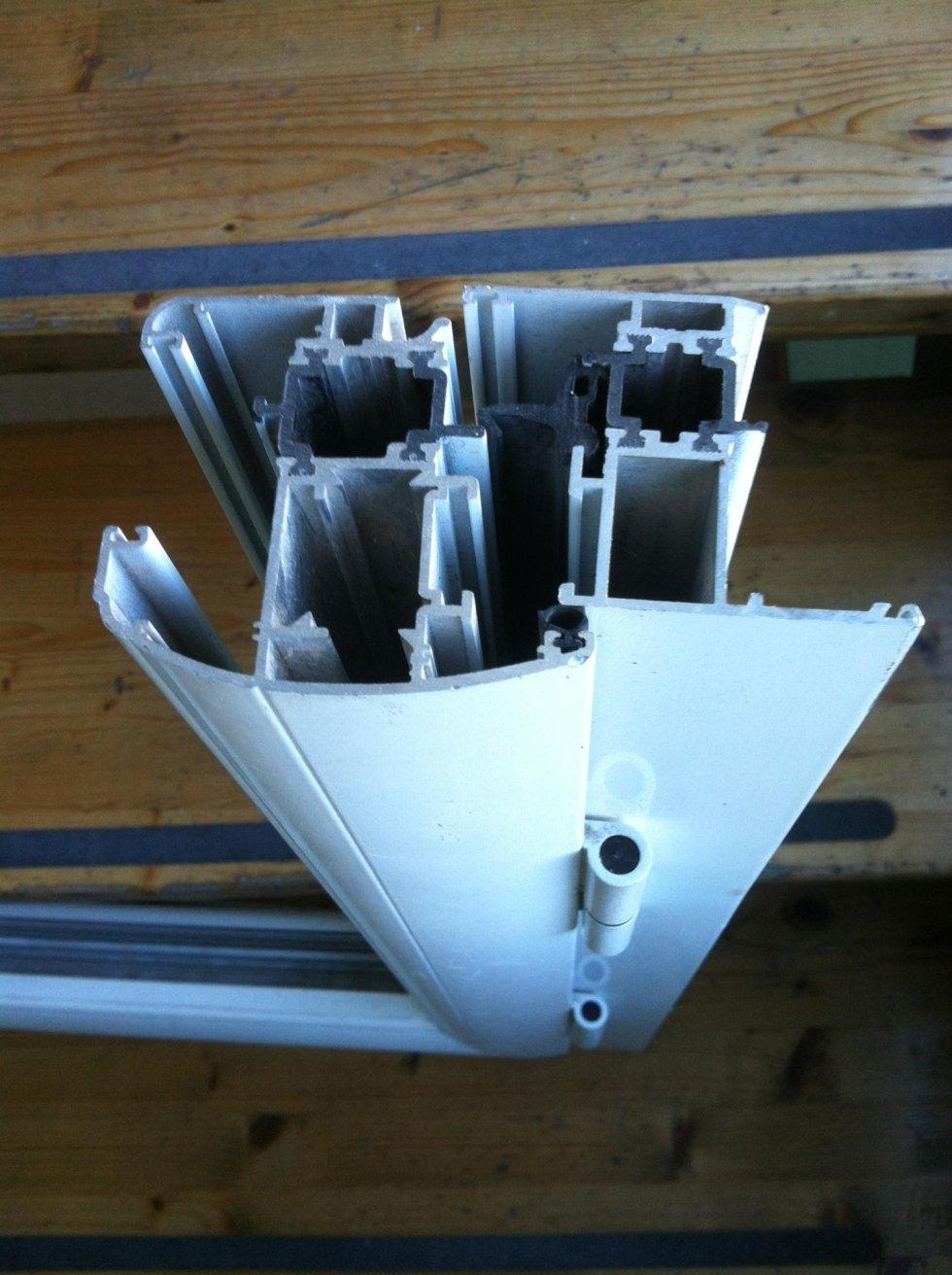 Sezione profilo in alluminio taglio termico