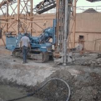 Cantiere con scavo