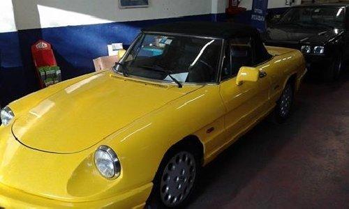 auto d'epoca gialla