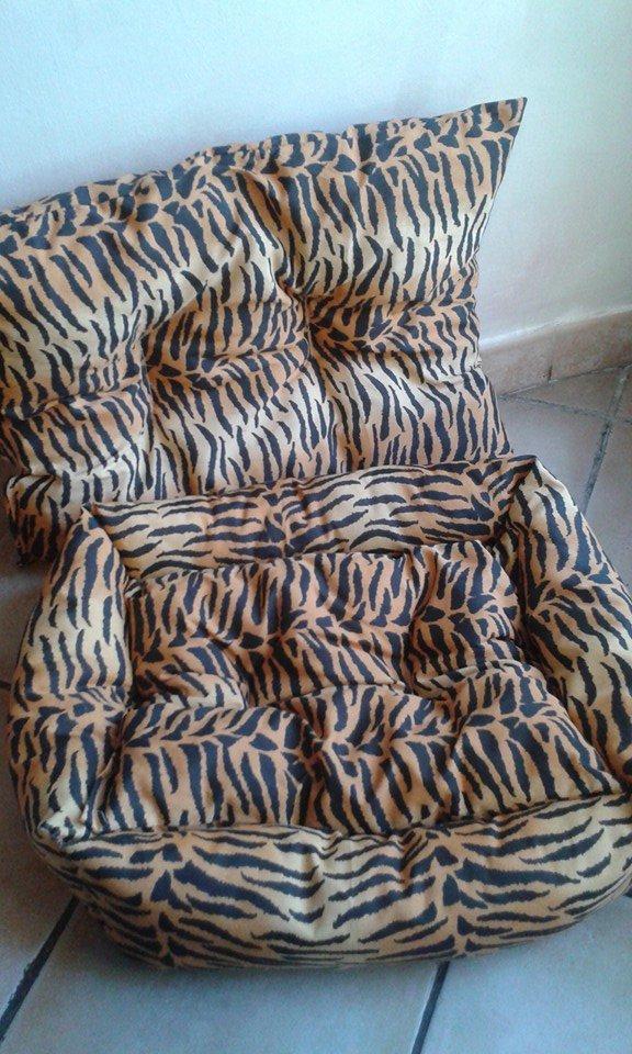 Una cuccia e un cuscino tigrati