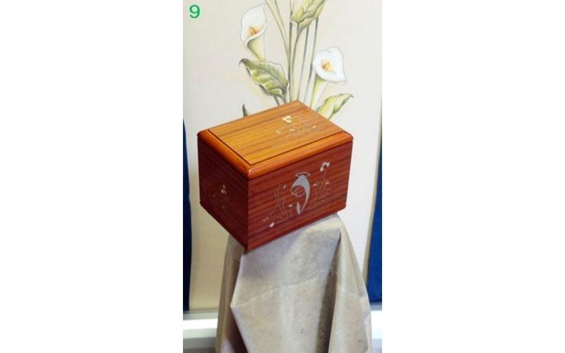 urne in legno di ciliegio