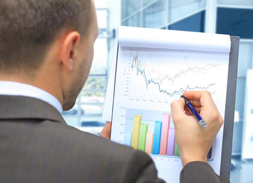 Stock market trading expert doing analysis in Glasgow, VA