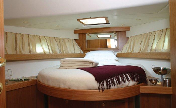 Elegantissima stanza da letto di uno yatch