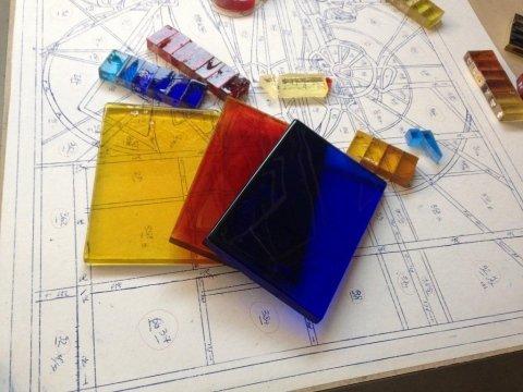vetri colorati su sfondo un design