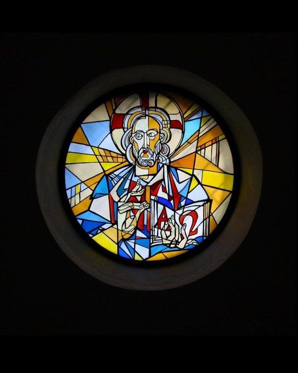 Artista Gabriele Di Maulo Vetrata Cristo Pantocratore