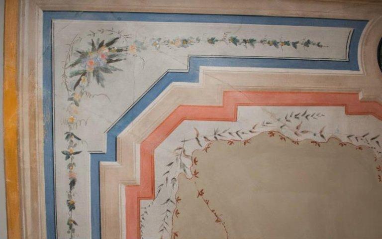 delle finiture a disegni in legno di diversi colori