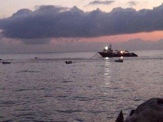barca sul mare
