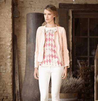 modella seventy stile in rosa