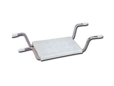 un seggiolino bianco con dei supporti in ferro