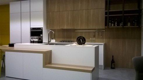 Vista frontale della cucina moderna a Bari