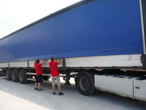 Camion con telone