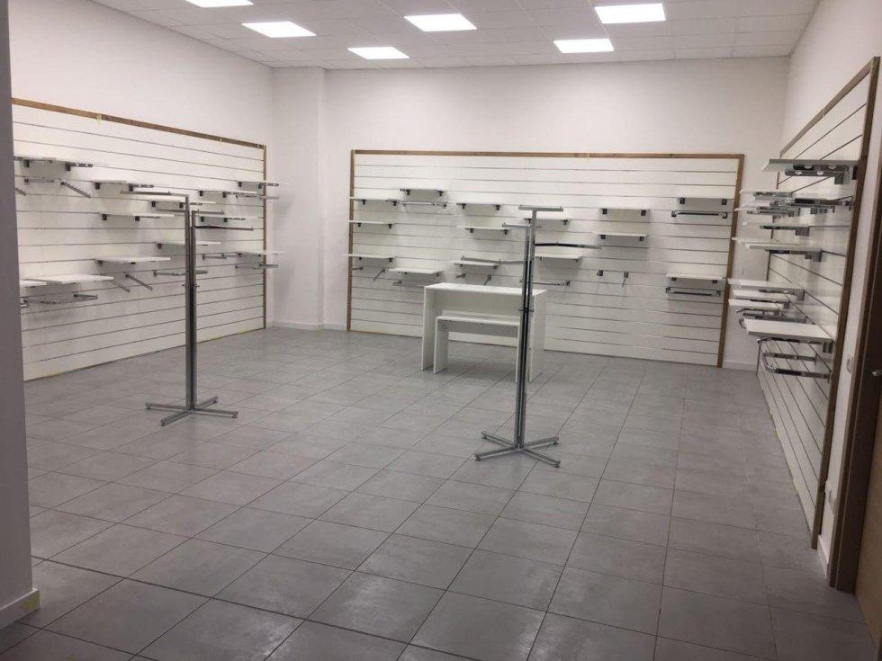Arredamenti per negozi attivit commerciali catanzaro for Due erre arredamenti