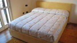 letto matrimoniale, arredamento camera da letto, letto con cassettone