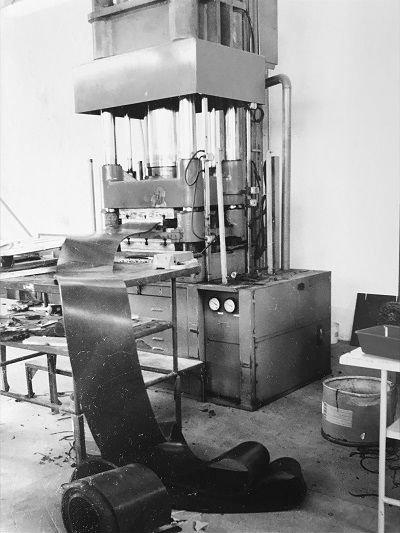 dei rotoli di gomma per guarnizioni in una fabbrica