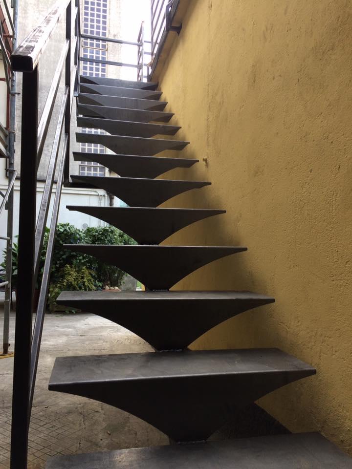 dei gradini in ferro