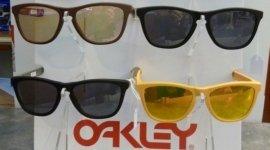 Occhiali da vista,da sole, modelli diversi,tendenza, stile, moda, qualità delle lenti, graduate
