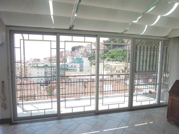 Finestre scorrevoli per balconi