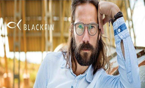Uomo con occhiali da vista
