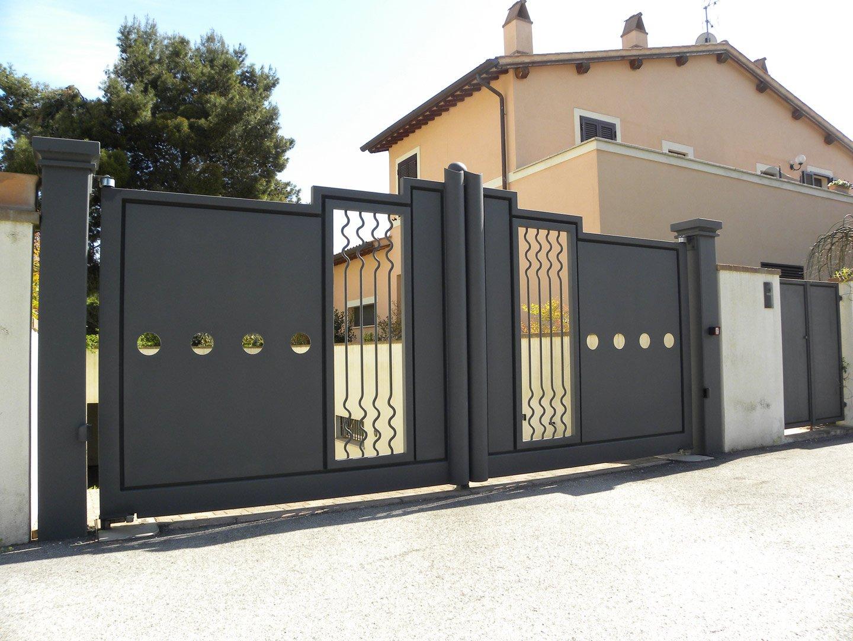 cancelli esterni presso Spoleto