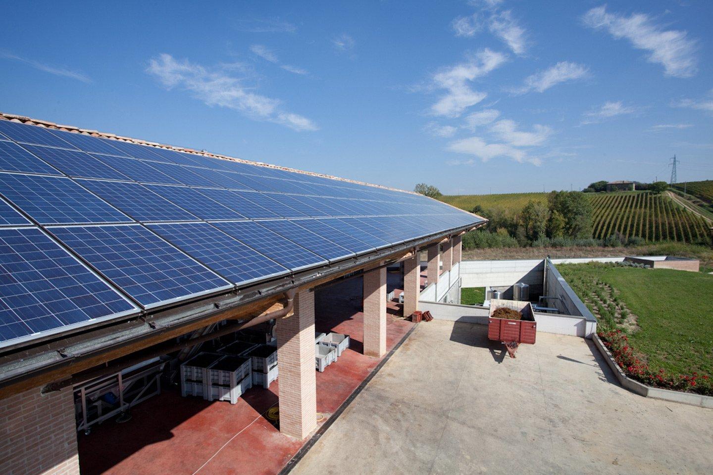 lungo pannelli solari