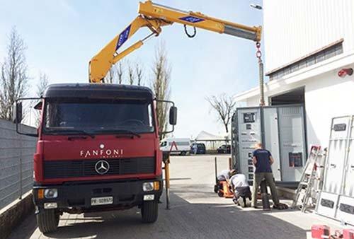 Camion Fanfoni Impianti Srl durante un lavoro a Collecchio