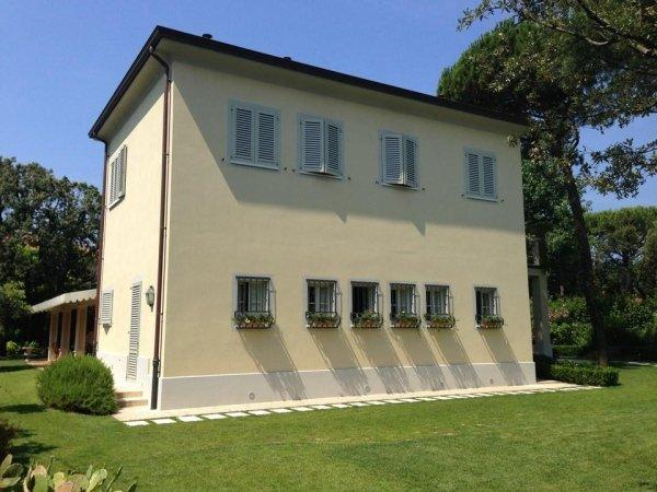 facciata di una villa a due piani