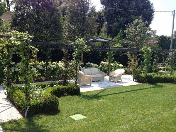 zona giorno in un giardino