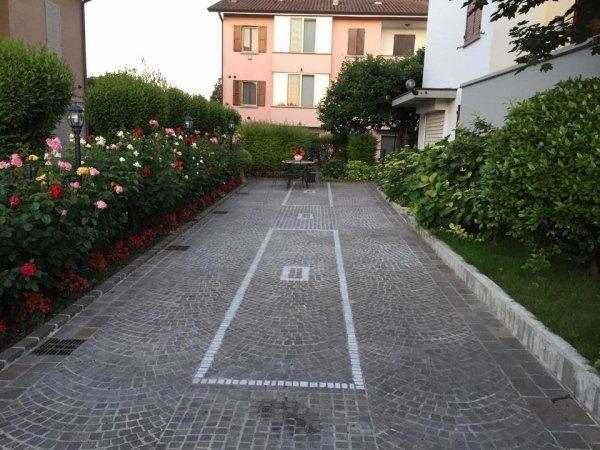 viale di ingresso di un'abitazione