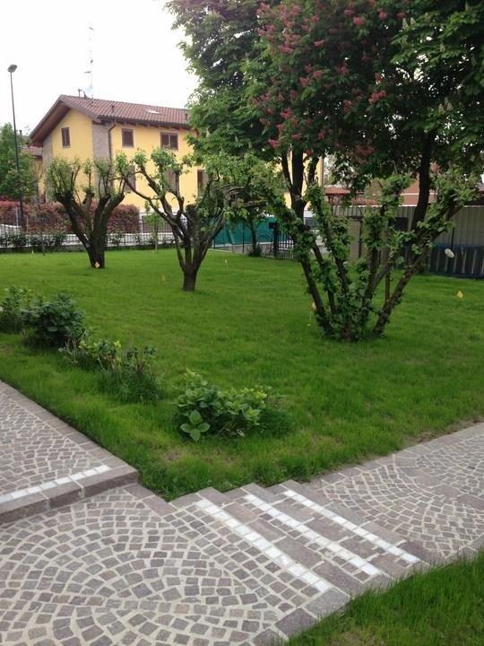ampio giardino di un'abitazione privata