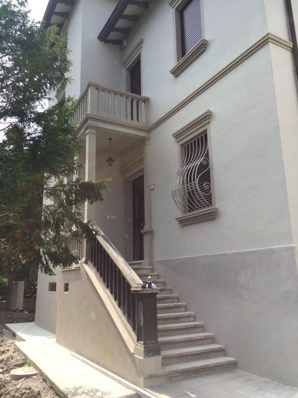 scalinata d'ingresso di una villa privata