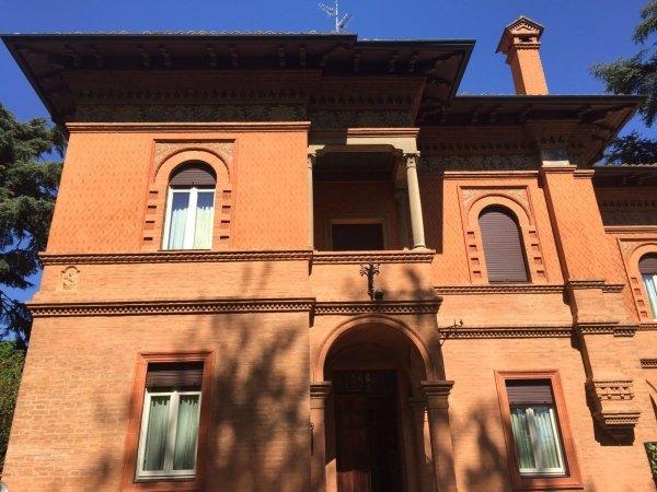 facciata di una villa classica