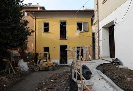 cantiere edile all'ingresso di una villa privata