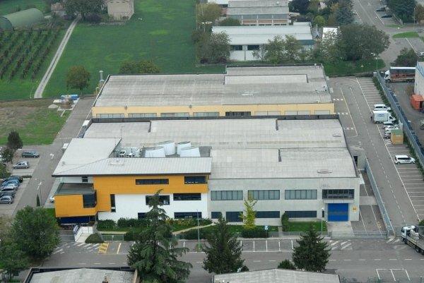 vista aerea di capannoni industriali