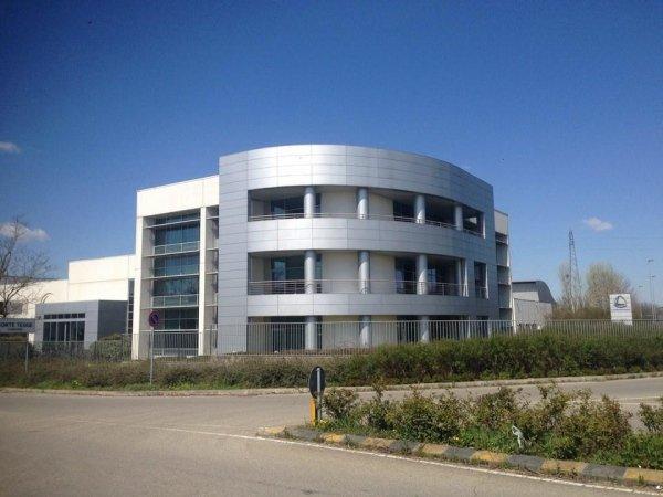 palazzo moderno semicircolare