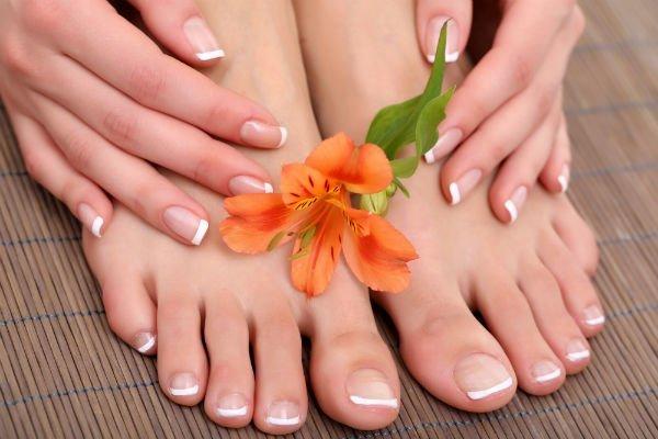 Elegante French Manicure e Pedicure