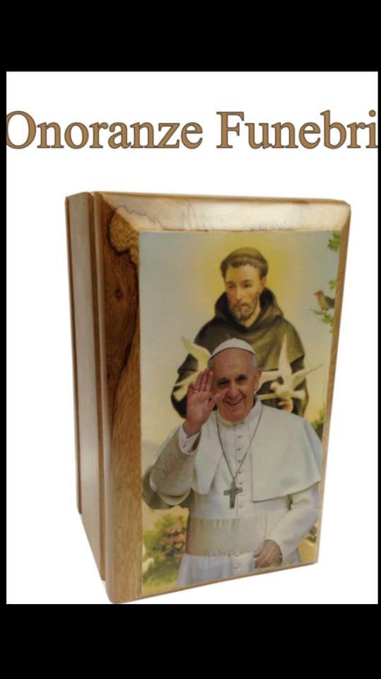 cofanetto per onoranze funebri con raffigurato il papa