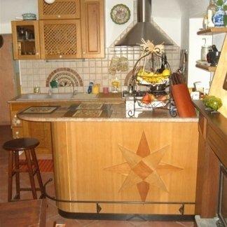 cucina con penisola, cucina legno