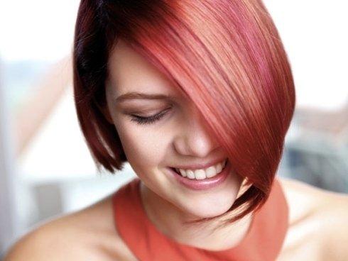 Colpi di luce in varie tinte per capelli