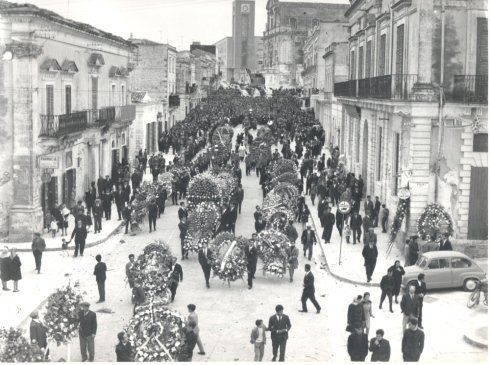Solenni Funerali del defunto Senatore della Repubblica Dionisio Moltisanti - 7 Aprile 1964