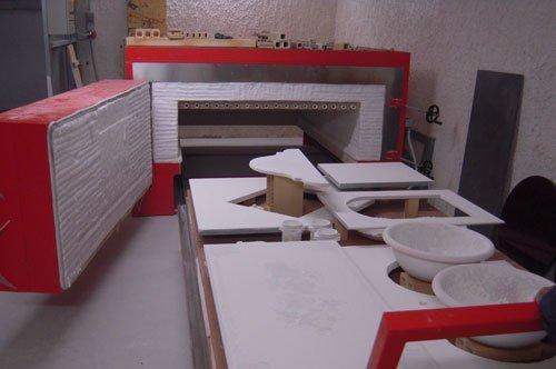 prodotti in ceramica pronti per entrare nel forno